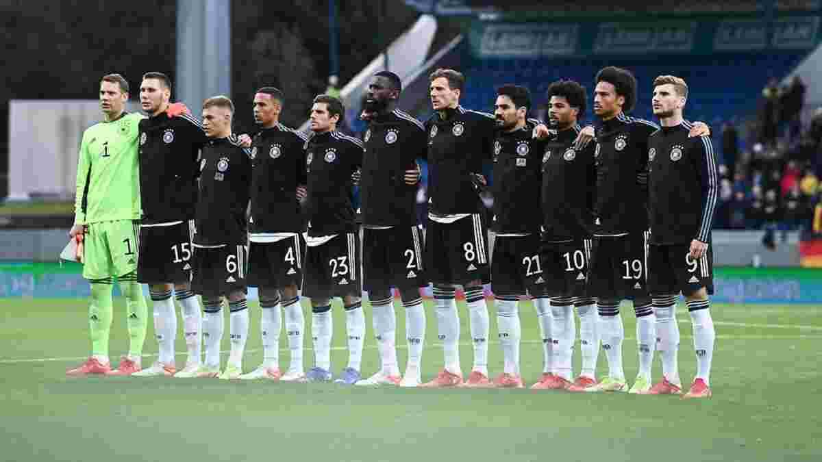 Самолет сборной Германии совершил аварийную посадку на пути из Исландии