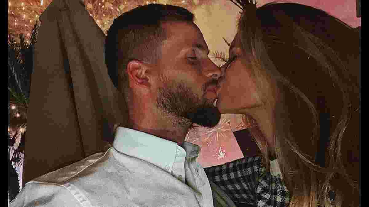 Легіонер Динамо одружився з українкою – гравці киян запалили на весіллі