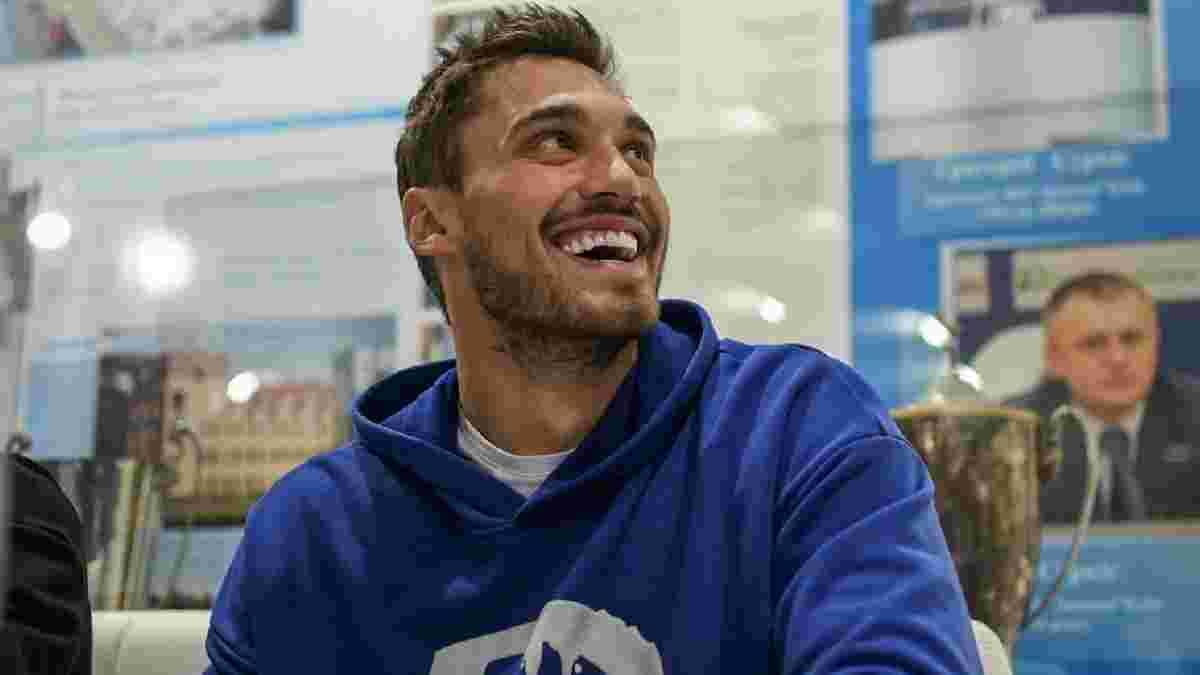 Бущан будет иметь личного болельщика в Суперкубке – кипер сборной Украины помог с билетами экс-звезде Динамо