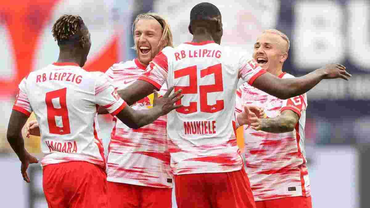 Боруссия Д в меньшинстве уступила Боруссии М, РБ Лейпциг разбил Герту, Вольфсбург потерпел первое поражение в сезоне