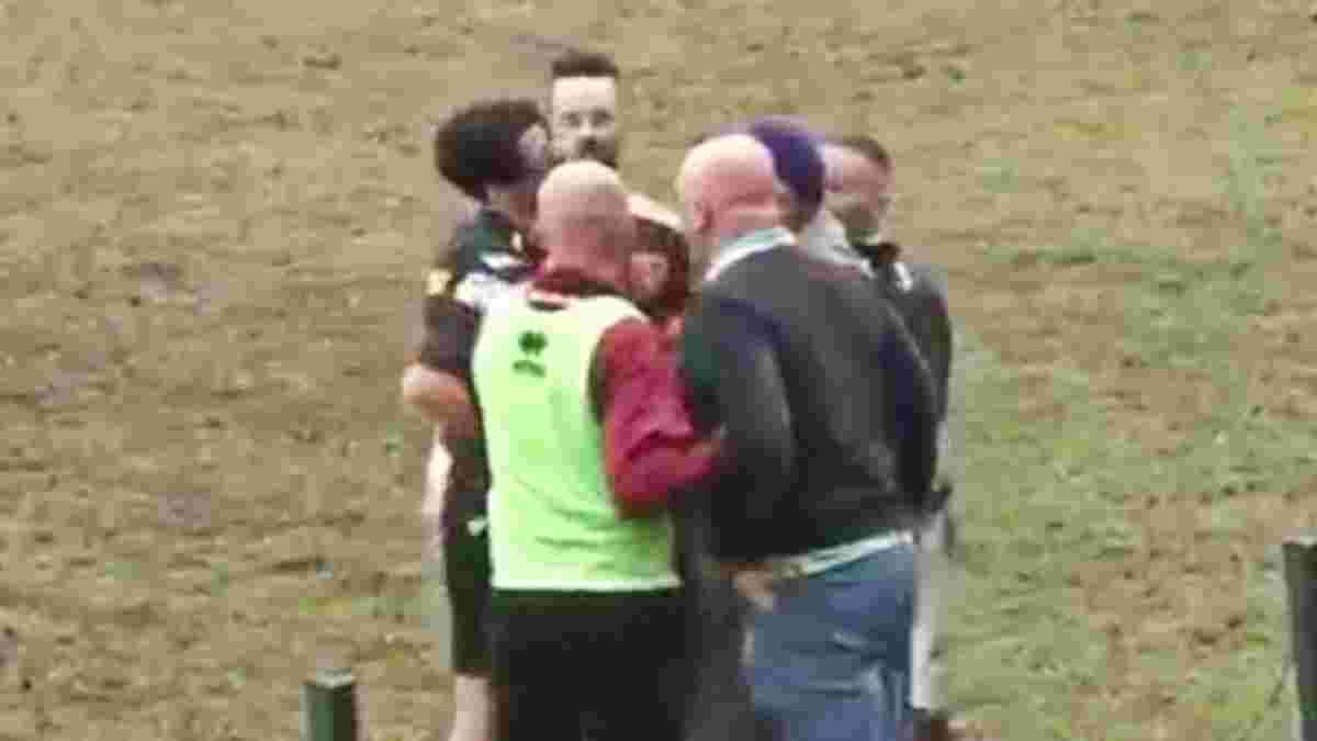 Итальянский тренер ударил арбитра по лицу и подал в отставку