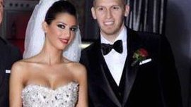 Хунт - футболист, то и жена также