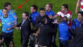 """Скандальний кінець гри """"Реалу"""" в Гранаді, били суддю. ВІДЕО"""