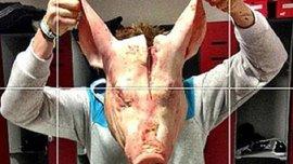 """Так розважаються в АПЛ - форварду """"гончарів"""" підклали свинячу голову до шафки. ФОТО"""