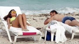 Чемпіон Іспанії на пляжі з гарячею Маленою. ФОТО