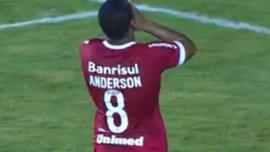 Покинув МЮ, Андерсон начал с нереализованного пенальти за новый клуб. ВИДЕО