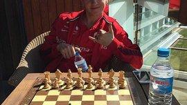 Едегор решил сыграть в шахматы с чемпионом мира, но неправильно разложил фигуры