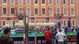 У Варшаві фани очікують фіналу, граючи у футбол (ВІДЕО)
