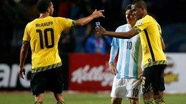 Месси осчастливил игрока сборной Ямайки - селфи на поле (ВИДЕО)
