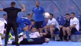 Брутальне зіткнення фізіотерапевта й гравця сталося в хорватському дербі (ВІДЕО)