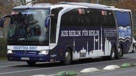 """В Германии мотоциклист обстрелял клубный автобус """"Герты"""" (ФОТО)"""