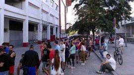 В Севилье огромные очереди за билетами на стартовый матч Ла Лиги (ВИДЕО)
