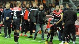 Во Франции футболист начал драться с партнерами во время матча (ВИДЕО)