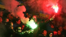 Фанати влаштували піротехнічне шоу на матчі Україна - Словенія (ВІДЕО)