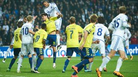 """Під час матчу """"Копенгаген"""" - """"Брондбю"""" гравець покарав фанатку за куріння на трибунах"""
