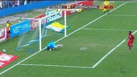 Как двойная штанга и пятка помогли бразильскому вратарю не пропустить пенальти