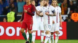 Роналду оскорбил капитана сборной Исландии, попросившего у него футболку