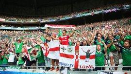 Как экс-игрок сборной Северной Ирландии безумно праздновал с фанатами победу над Украиной