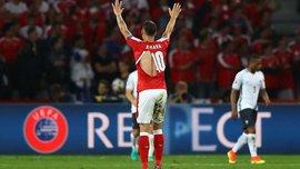 В матче Швейцария – Франция порвали 4 футболки и мяч