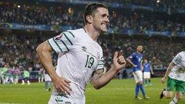 Брэди после гола в ворота Италии побежал целоваться с подругой и успокаивать расплакавшегося брата. Как это было