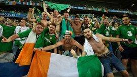 Как ирландские фанаты отремонтировали поврежденную крышу автомобиля
