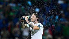 Гравець збірної Ірландії вийшов до журналістів з пивом та піцою після перемоги над Італією