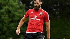 Відомий своїми танцями гравець збірної Уельсу відмінив весілля, бо сподівається зіграти у фіналі Євро-2016