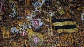 """Фанаты """"Динамо"""" Дрезден шокировали Германию, выбросив голову быка на стадионе (+18)"""
