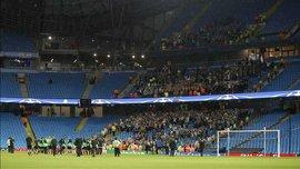 """Как фанаты """"Боруссии"""" М поддержали команду на стадионе после отмены матча против """"Ман Сити"""""""