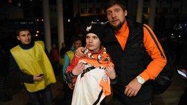 Селезньов зустрівся з юним вболівальником, якому оплатив лікування
