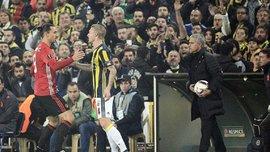 """Как Ибрагимович схватил за горло защитника """"Фенербахче"""", но избежал наказания"""