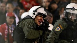 """Фанаты """"Стандарда"""" спровоцировали кровавое столкновение с полицией, а ультрас """"Ромы"""" жестоко подрались со сторонниками """"Аустрии"""""""