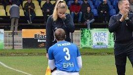 В Словакии футболист сделал преждожение женщине-лайнсмену перед матчем