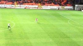 """Як фанат """"Данді Юнайтед"""" без ноги та на милицях забив запаморочливий гол воротарю улюбленої команди"""