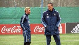 Тренер сборной Аргентины обещает уйти в отставку, если СМИ докажут, что командой руководит Месси