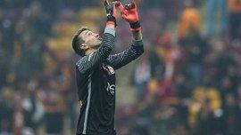 Муслера отримав спеціальні воротарські рукавиці від Puma через зламаний палець