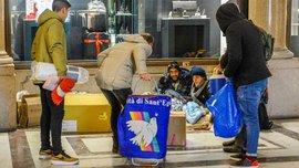 Как Дибала и Итурбе ночью раздавали бездомным теплую одежду и чай