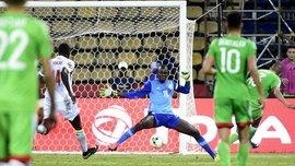 """КАН-2017 в одному відео: воротар Сенегалу так вибивав м'яч, що """"травмував"""" сам себе"""