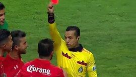 """Судья показал 3 красных карточки за 30 секунд игрокам мексиканского клуба """"Толука"""""""