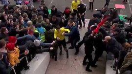 """""""Верес"""" – """"Колос"""": фанати напали на арбітра Шандора – охорона застосувала сльозогінний газ"""