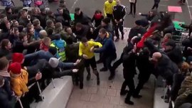 """Верес"" – ""Колос"": фанаты напали на арбитра Шандора – охрана применила слезоточивый газ"