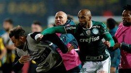 Мело затеял сумасшедшую драку кулаками в матче Копа Либертадорес, где дублем отметился Виллиан Гомес
