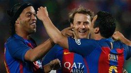 """Легенди """"Барселони"""" здолали легенд """"Реала"""" завдяки трьом суперасистам Роналдінью"""