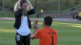"""Голкипер """"СФ Дельтас"""" сделал предложение девушке прямо на поле перед матчем"""