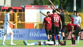 Игрок Тоттенхэма и юношеской сборной Англии Окли-Бут получил серьезную травму, потеряв сознание прямо на поле