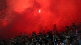 Фанати Манчестер Юнайтед вилили у повітря десятки літрів пива після голу Погба у ворота Аякса