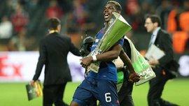 Погба повеселив фанатів Манчестер Юнайтед кумедними танцями з трофеєм Ліги Європи