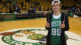 Грізманн відвідав матч НБА та сфотографувався із зіркою Бостон Селтікс