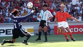 Аргентина – Нідерланди: 19 років тому Бергкамп забив магічний гол на 90-й, який вивів у півфінал ЧС-1998