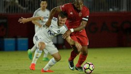 Дрогба отметился роскошным голом со штрафного в матче за Финикс Райзинг